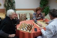 играем в шахматы и нарды